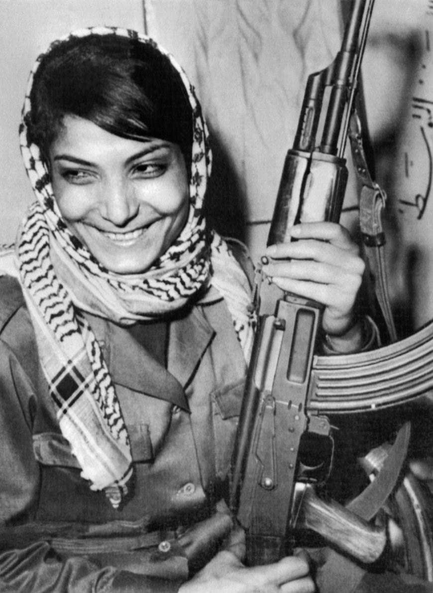 ناگفتههای رهبر انقلاب از زنی هواپیماربا/ «لیلا» پس از دستگیری چگونه آزاد شد؟