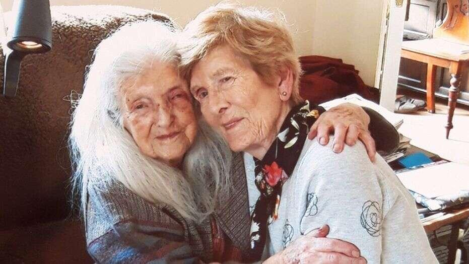 زن ایرلندی پس از ۶۱ سال جستجو، مادرش را پیدا کند