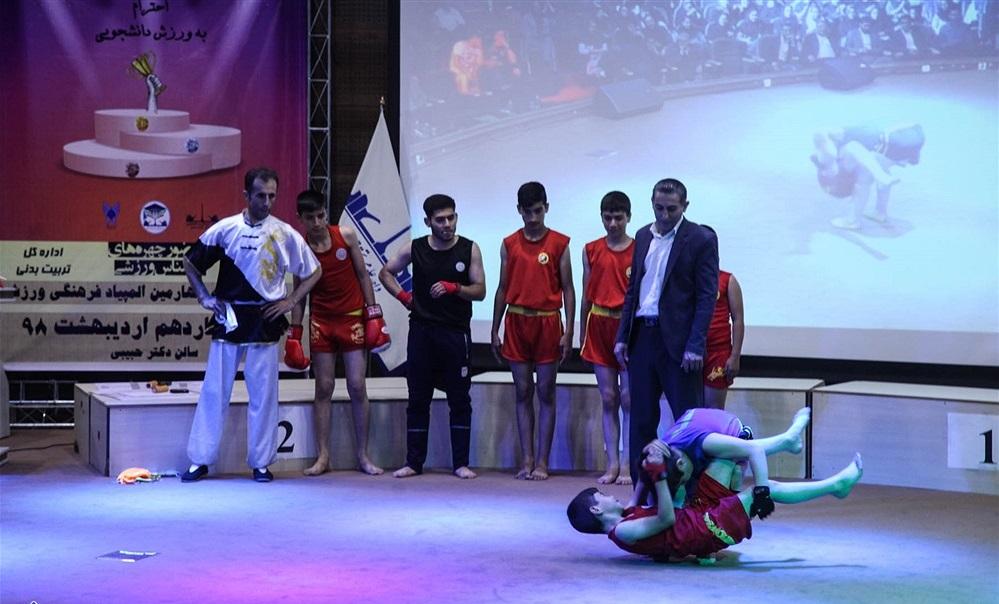 تقدیر با رقص و آواز در دانشگاه آزاد/ پس از دانش آموزان اینبار قرعه به نام دانشجویان افتاد