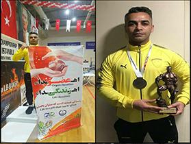 ورزشکار گیلانی قهرمان بین المللی پاورلیفتینگ