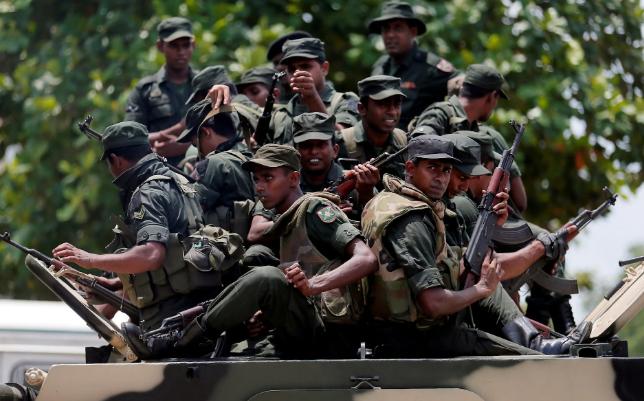 تصاویر روز: از گشت زنی سربازان در سریلانکا تا نشست دونالد ترامپ با همتای مجارستانی خود در آمریکا