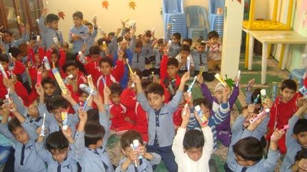 جشن مسواک در مدارس روستای ده زیار برگزار شد
