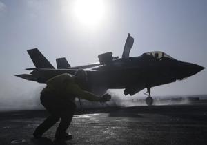 یک پرنده میلیونها دلار به یک هواپیمای رادارگریز اف-۳۵ آمریکا خسارت وارد کرد