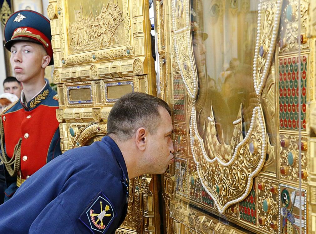 تصاویر روز: از تخریب ساختمان سابق سفارت آمریکا در پکن پس از ۲۰ سال تا حضور پوتین در نمایشگاه تجهیزات نظامی روسیه
