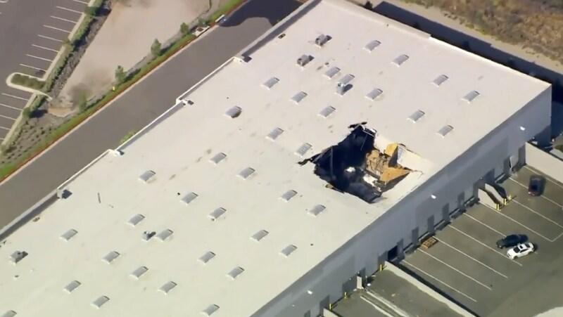 سقوط یک جنگنده اف ۱۶ امریکا در ایالت کالیفرنیا