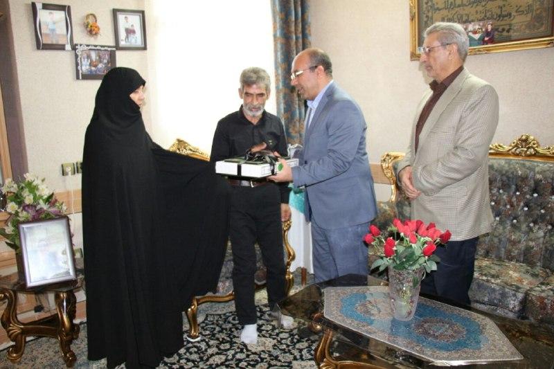 تجلیل از خانواده اهدا کننده عضو در شاهرود