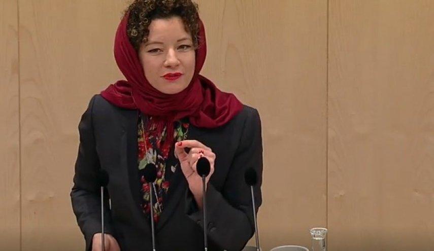 پوشش حجاب نماینده زن پارلمان اتریش در مخالفت با منع حجاب در این کشور