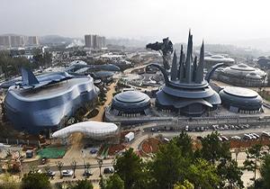 پارکی واقعی در چین که فضایی مجازی برای گردشگران پدید می آورد + فیلم