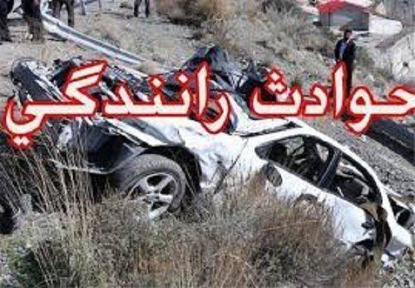 برخورد کامیون بنز با پژو ۲۰۶ در زنجان حادثه ساز شد
