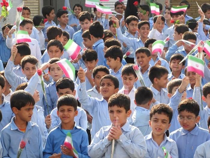 بیش از ۱۷۰۰۰ اثر دانشآموزان درطرح عید و داستان به نمایش گذاشته شد