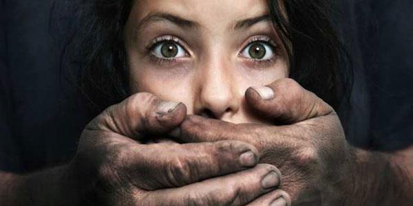 آزار و اذیت ۲۰ کودک و زن توسط مرد شرور به بهانه پس دادن طلب همسر و پدر