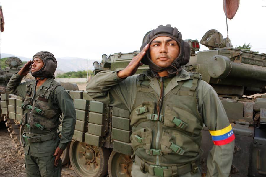 خط و نشان نظامیان ونزوئلا برای آمریکا: سلاح در دست منتظر شما هستیم