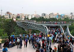 روایت یک روز جمعه تهرانیها که به گفته ترامپ علیه نظام راهپیمایی میکنند + فیلم