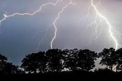 بارش های رگباری و رعد وبرق در زنجان/افراد از رفتن به ارتفاعات به دلیل وقوع رعد و برق خودداری کنند