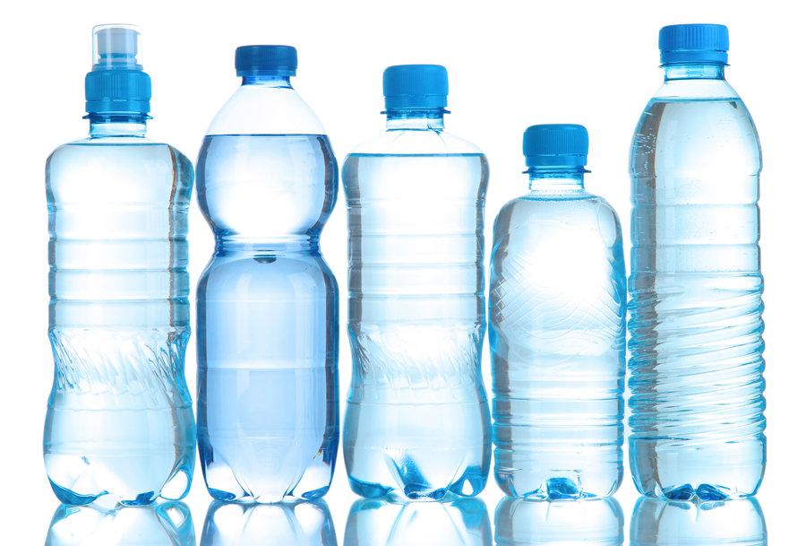 توزیع ۱۲۰ هزار بطری آب معدنی میان سیل زدهها