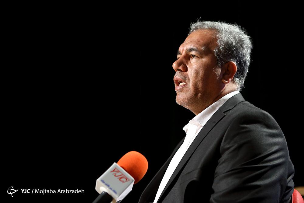 عرب: اصلی ترین مشکل پرسپولیس دولتی بودن است/ وزیر موضوع طرفداری را وارد مسائل کاری نمیکند/ باشگاه ها ارتباطی با فیفا ندارند