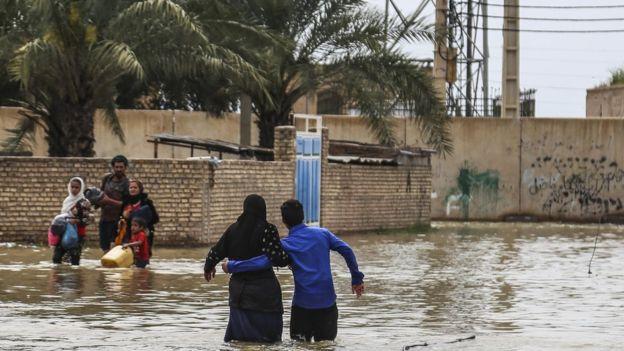 آخرین اخبار از مناطق سیل زده سه شنبه سوم اردیبهشت ماه/احداث ۶۲.۵ کیلومتر دایک برای حفاظت از اهواز در برابر سیل