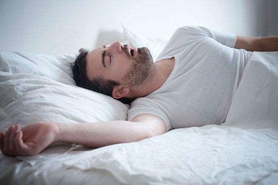 چگونه خروپف را درمان کنیم و خواب راحت تری داشته باشیم؟