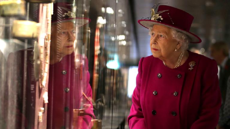 استخدام پاپوش تا افسر ارتباطات دیجیتالی از اقدامات جدید ملکه الیزابت انگلیس