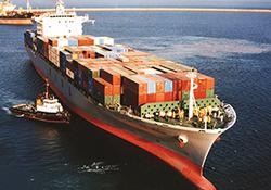 عبور کشتیها از روی هم در عجیبترین بندر دنیا! + فیلم
