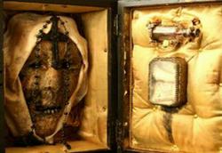 از جسد وحشتناک زن مرموز و کتابهایی با پوست انسان تا جنین دو سر و کبد دوقلو/ چندشآورترین موزه جهان را ببینید + تصاویر