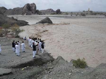 بارشهای سیلآسا جانی دوباره به رودخانه سرباز بخشید / سد پیشین در آستانه سرریزشدن