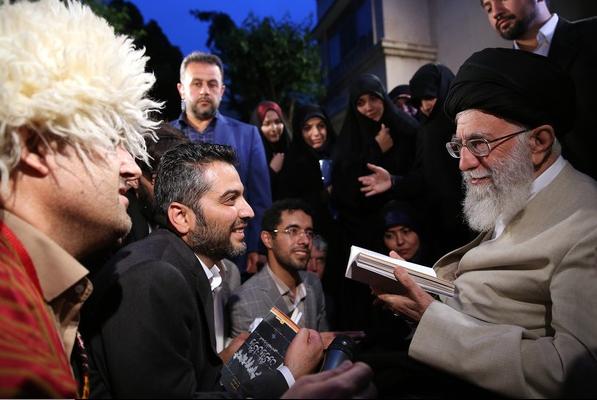 جمعی از اهالی شعر و ادب فارسی با رهبر انقلاب اسلامی دیدار کردند