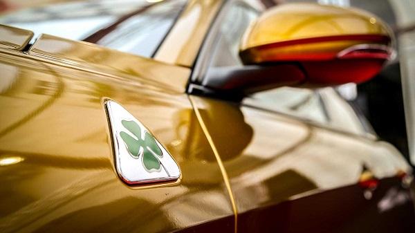 خودرو طلایی آلفا رومئو برای مشابقه رالی Mille Miglia