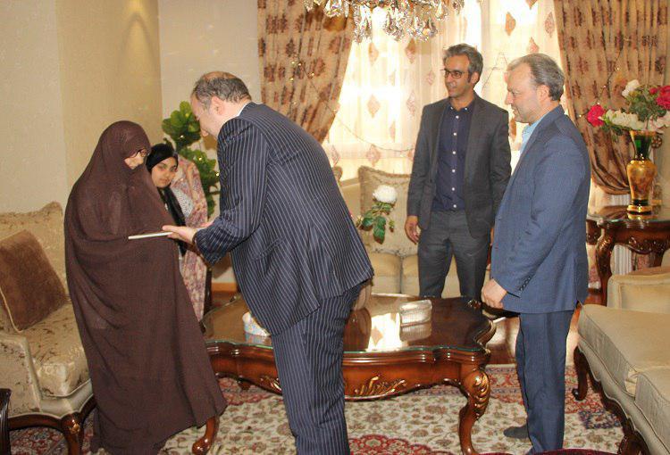 دیدار   وحید یزدانیان رئیس جدید پژوهشگاه ارتباطات و فناوری اطلاعات با خانواده شهدای پژوهشگاه