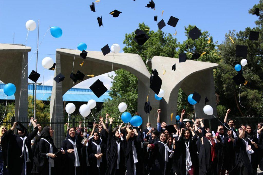 گشتی در میان مشکلات دانشجویی/ وقتی که دانشجوها پس از فارغ التحصیلی چشم امید پیدا کردن کار و کسب را دارند