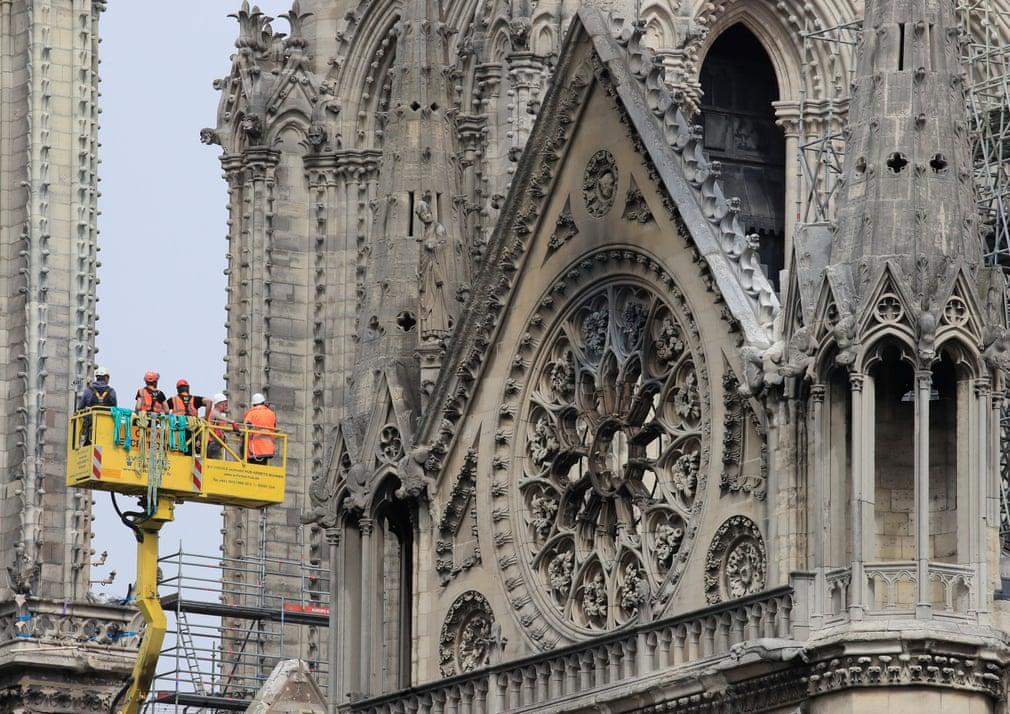 تصاویر روز: از ادامه اعتراضات فعالان محیط زیست در انگلیس تا آغاز روند بازسازی کلیسای نوتردام فرانسه