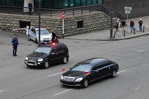 خودروی لوکس تحریمی زیر پای کیم جونگ اون + تصاویر و فیلم