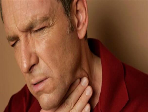 ۸ نشانه ابتلا به سرطان گلو
