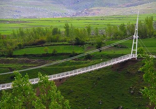 استفاده از دانش بومی در مسیر توسعه پایدار گردشگری/نخستین پل تمام شیشهای ایران آماده بهرهبرداری است
