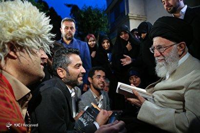 دیدار رمضانی شاعران با رهبر انقلاب