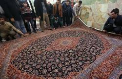 اهداء ۱۵۰ تخته فرش به سیل زدگان استان لرستان