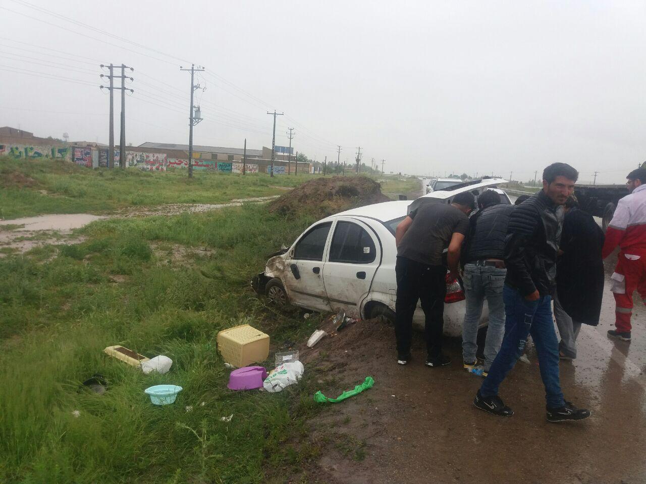 واژگونی  خودرو تیبا در محور قوچان به فاروج حادثه ساز شد