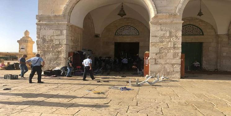 تعرض نظامیان صهیونیست به نمازگزاران فلسطینی در مسجدالاقصی