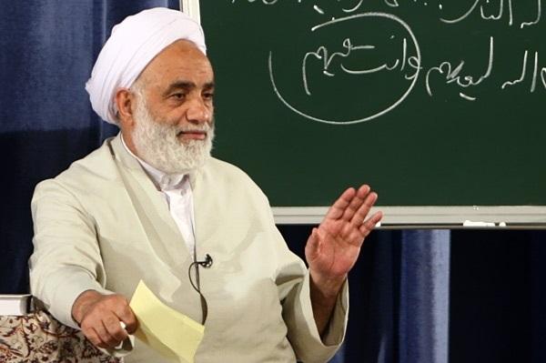 حاج آقا قرائتی به فردی که میخواست نماز را فارسی بخواند، چه گفت؟ +فیلم