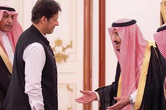 رفتار غیر معمول نخستوزیر پاکستان با پادشاه سعودی