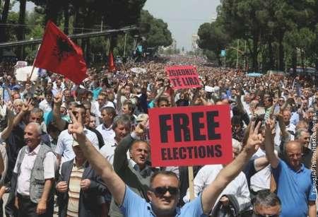 تظاهرات ضد دولتی آلبانی با حضور هزاران نفر در خیابانهای پایتخت