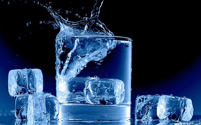 چگونه نوشیدن آب بیشتر لاغرتان میکند؟