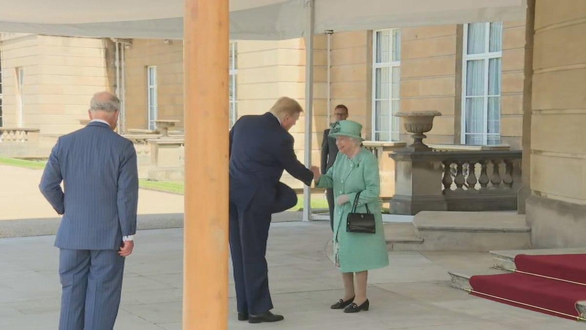 ترامپ با ملکه انگلیس در کاخ باکینگهام دیدار کرد + تصاویر