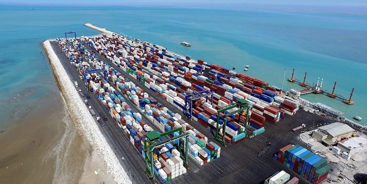 ورود انبوهی از کالای اساسی به بنادر کشور/ ارائه بستههای تشویقی به کامیونداران جهت توزیع کالاهای اساسی