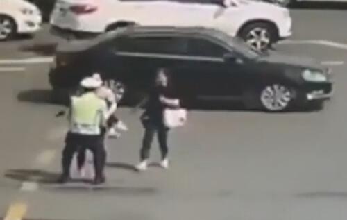 پلیس برای نجات دختر با مرگ وارد مسابقه شد+فیلم