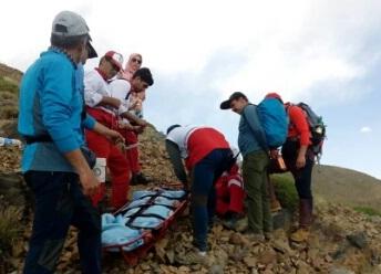 نجات زن کوهنورد توسط هلال احمر دلیجان