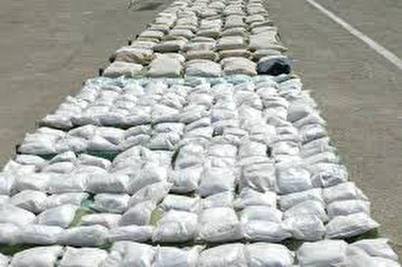 درگیری مسلحانه پلیس با سوداگران مرگ / کشف یک تن و ۳۰ کیلوگرم تریاک در جنوب شرق کشور