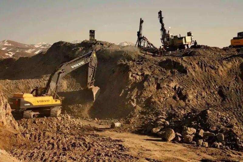 کشف بیش از ۵۰ نوع ماده معدنی در آذربایجان غربی