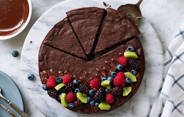 کیک شکلاتی را بدون آرد درست کنید! + دستور تهیه