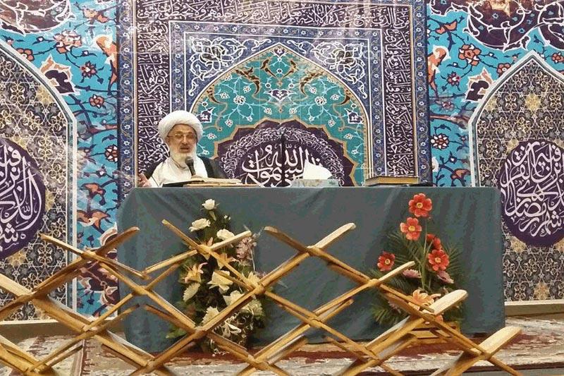 برگزاری تفسیر قران کریم همزمان با مراسم سی روز با قرآن درفومن